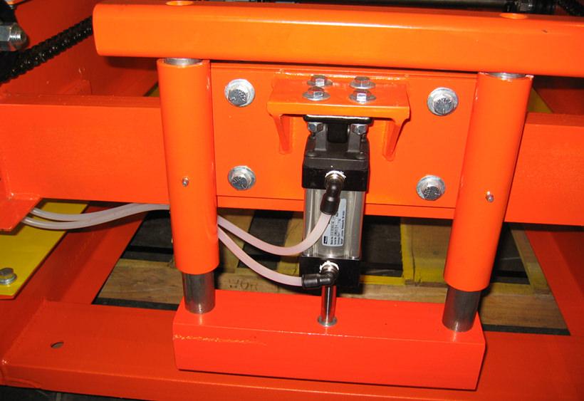 Pop-up blade stop conveyor mounted