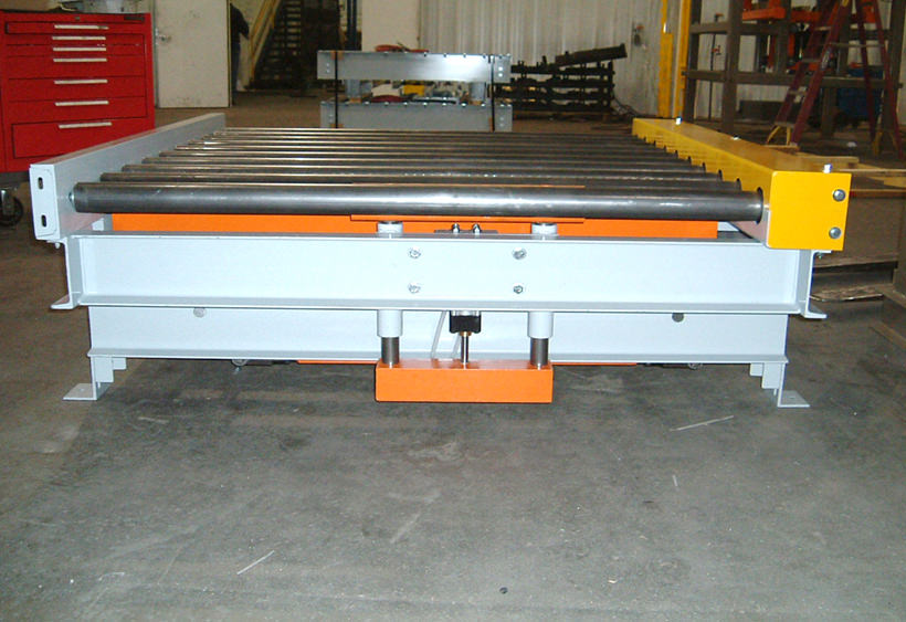 Pop-up blade stop mounted to CDLR conveyor