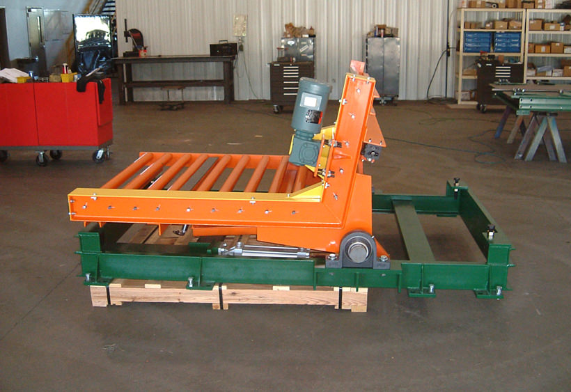 Upender with powered CDLR conveyor